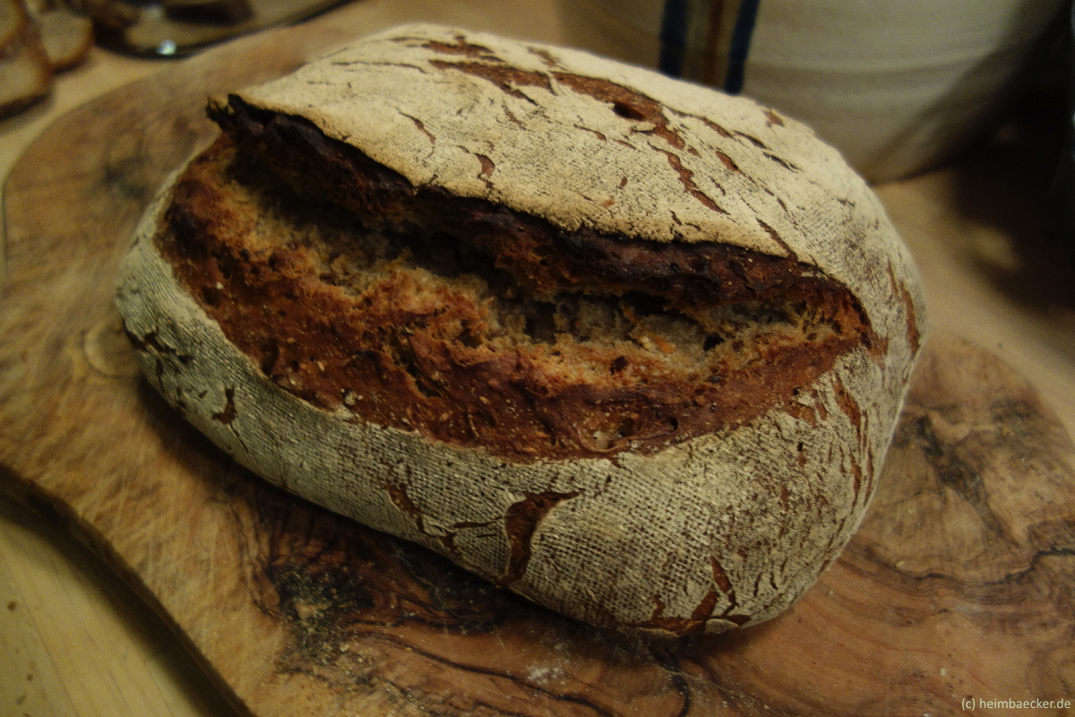 Walnuss-Möhren Brot
